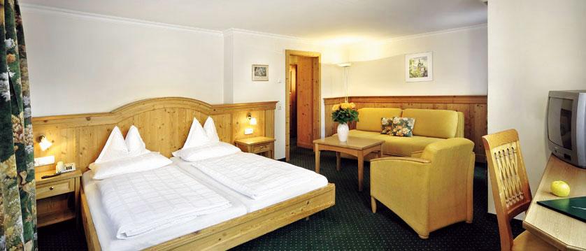 Hotel zum Hirschen, Zell am See, Austria - bedroom.jpg